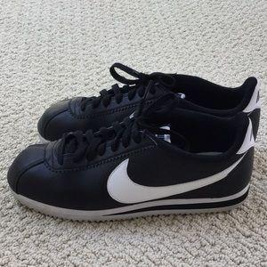 Nike Cortez - size 9